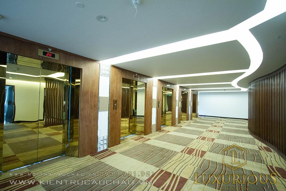 Hành lang thông phòng khách sạn Crowne Hà Nội
